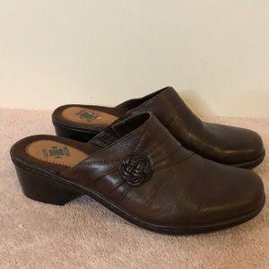 Earth origins sz 7 brown leather mules. 2 in heel